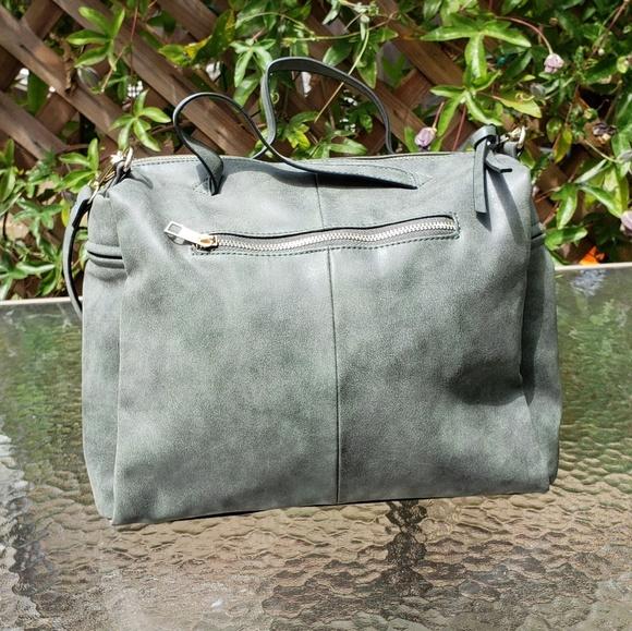 bolish Handbags - Green Bolish cross body purse